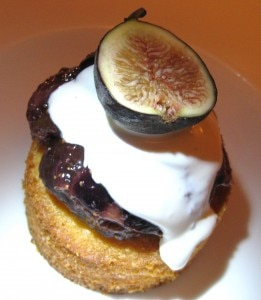 The almond polenta cake with fig compote and créme fraiche