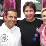 Winner Tim Ihle with Richard Pink (left), Mayor Antonio Villaraigosa, and Sophie Gayot