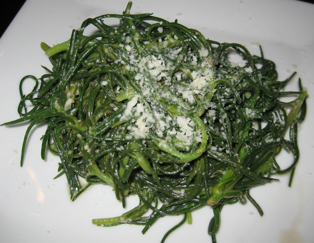 Baby broccoli with peperoncini, lemon and garlic