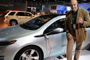 electric plugin volt1 300x199 Alain Gayot getting a closer look at the Chevrolet Volt plug in