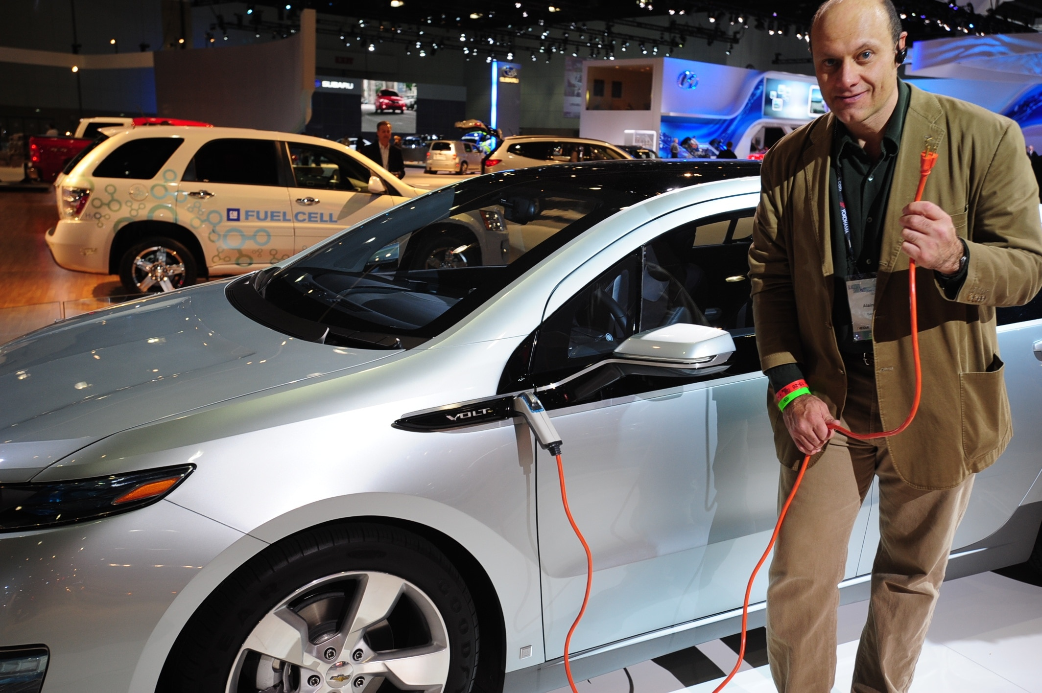Alain Ot Getting A Closer Look At The Chevrolet Volt Plug In