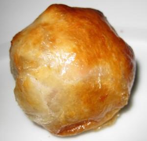 spagobeverlyhillscheesegougere 300x288 Bacon confit en croute