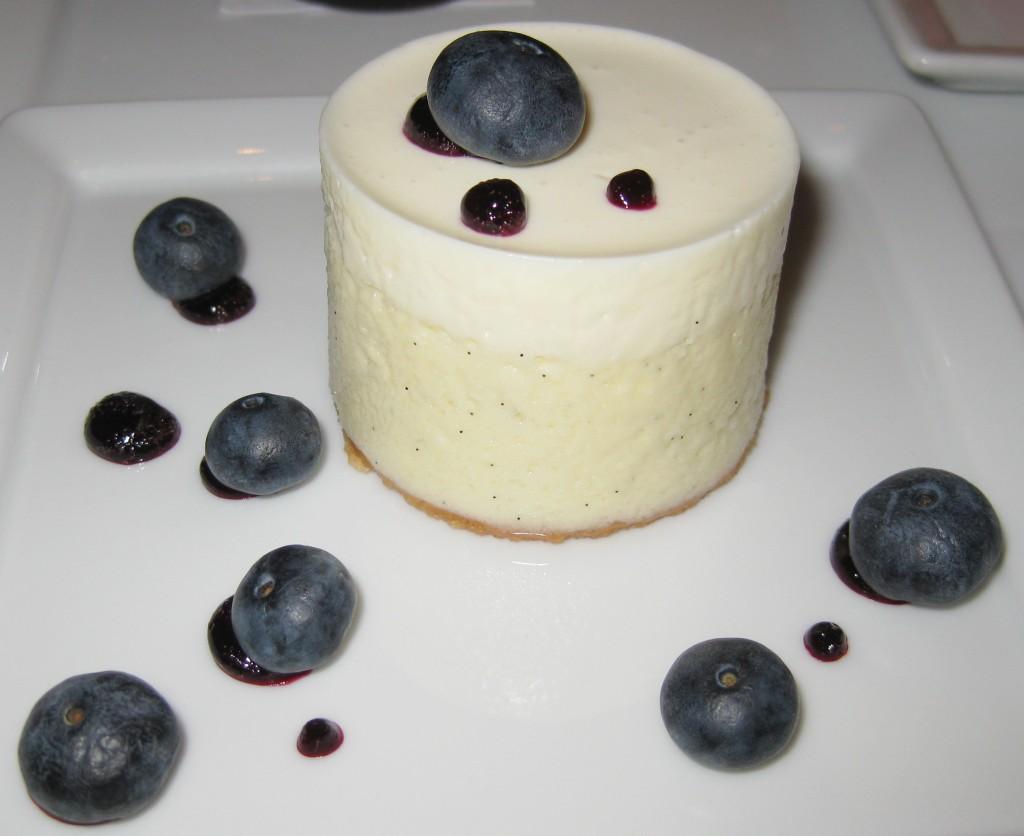 Mascarpone cheesecake with blueberries and vanilla crust