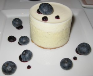 Mascarpone cheesecake with blueberries and vanilla crust