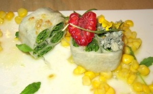 arugula salad 300x185 Organized arugula salad with raspberries, corn and Cabrales blue cheese