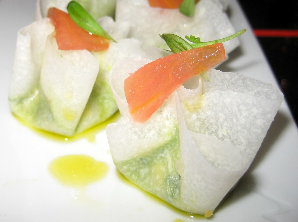 Jicama wrapped guacamolé, micro cilantro, corn chips