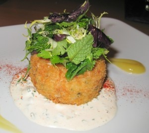 crab cake 300x267 Crab cake with remoulade and fine herbs