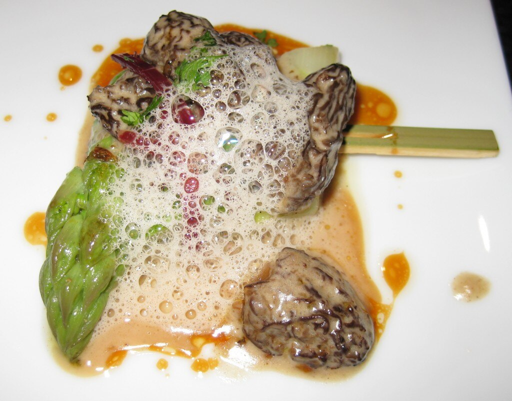 L'Asperge Verte: Green asparagus with jambon Iberico de bellota and fresh morels