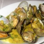 Steamed clams with garlic and ginger broth
