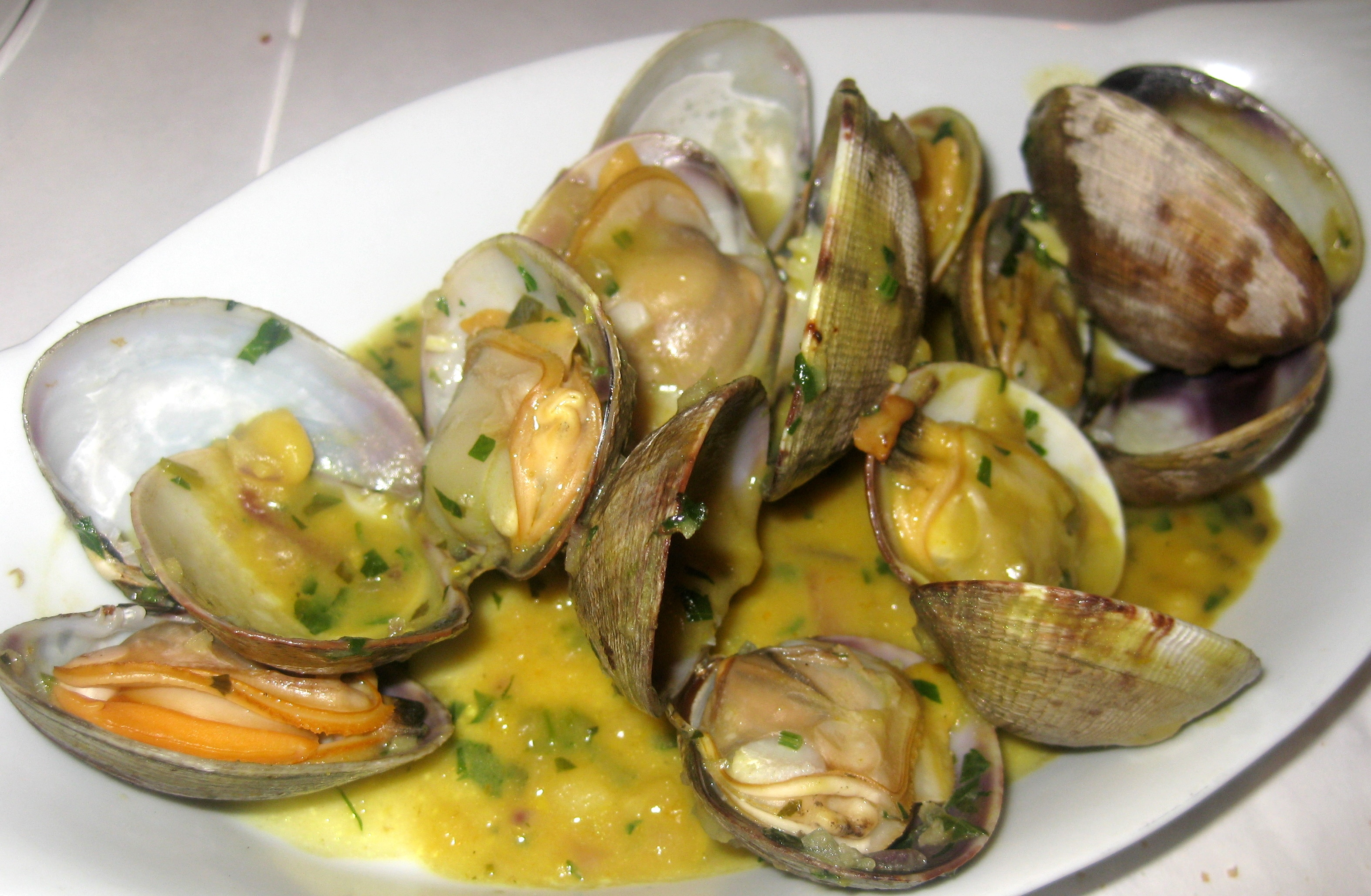 Steamed clams with garlic and ginger broth..