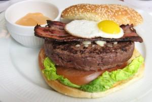burger 300x201 Burger de boeuf pur Aubrac du Chardenoux