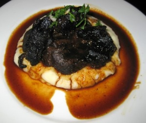 Carrilleras de buey al vino tinto: beef cheeks braised in red wine, potato puree and chervil