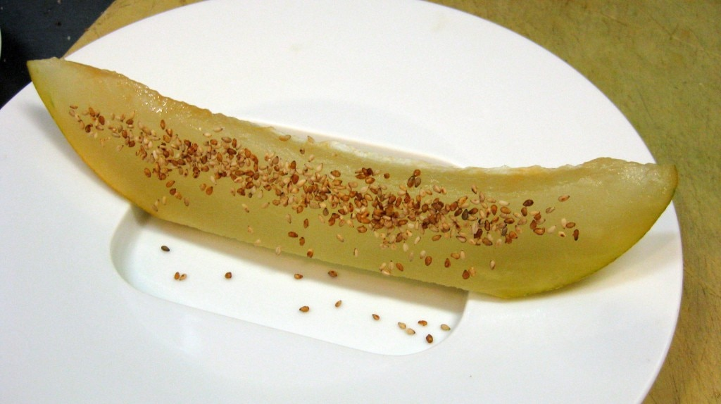 Compressed melon with sesame seeds