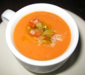 gazpacho 300x264 Sopa de gazpacho: chilled heirloom tomato soup