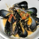 Mussels bisque: lobster broth, Brandy, garlic, tomato confit, cream