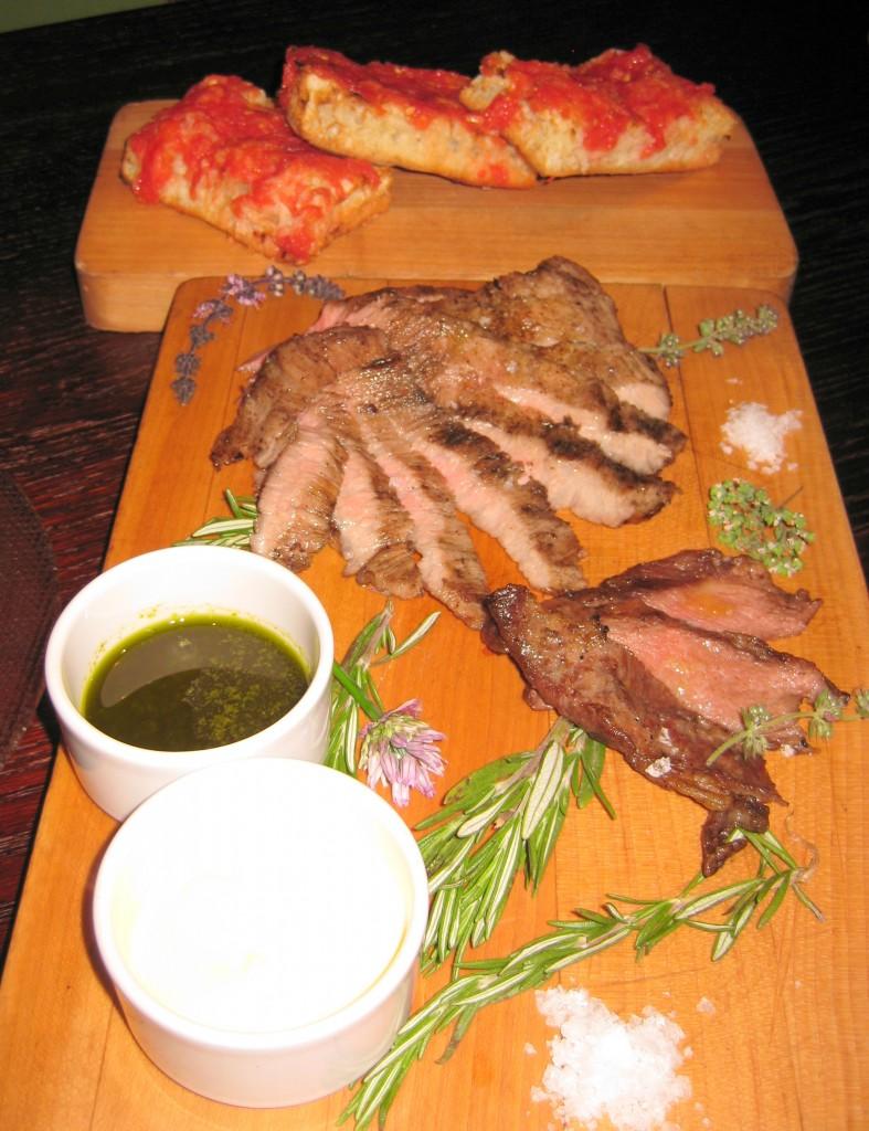 Secreto Iberico con pan, tomate y salsa verde: 'secret' Iberian pork with bread, tomato and green salsa