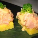 Spicy tuna sushi: tobiko and cucumbers
