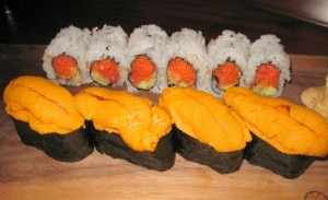 spicy tuna uni 300x183 Spicy tuna & tempura flakes with cucumber and uni (sea urchin)