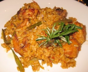 valenciana paelle 300x245 Paella Valenciana Rafael Vidal: a true classic of chicken, rabbit and green beans