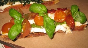 crostini tomato 300x165 Crostini with tomato, pesto, ricotta, basil and balsamic