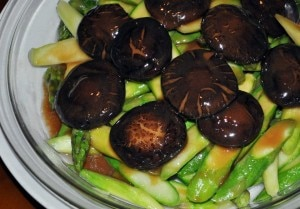 asparagus mushrooms 300x209 Asparagus with Chinese mushrooms