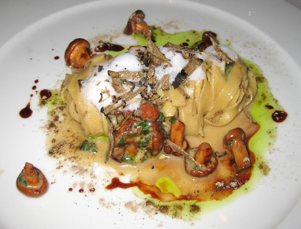 Chanterelle mushroom pasta