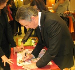 thomas keller 300x278 Thomas Keller signing the Hermès scarf A la Gloire de la Cuisine Française