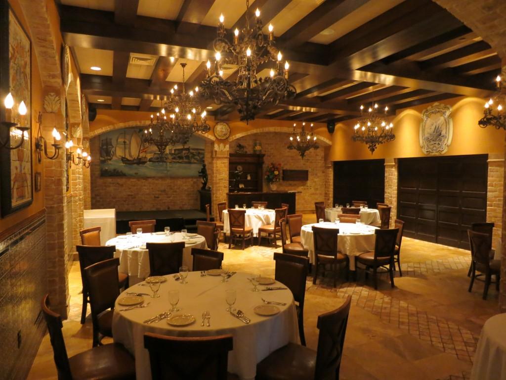 Familia de Casimiro dining room