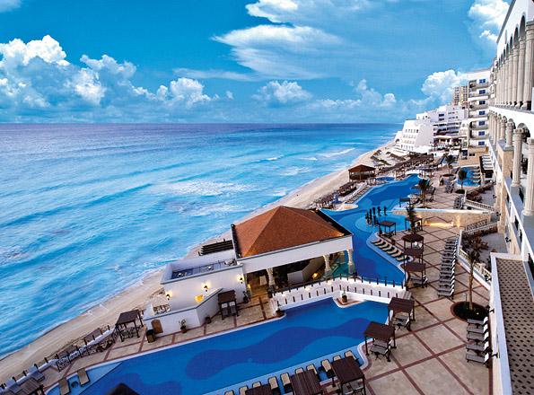 THE ROYAL Cancun exterior