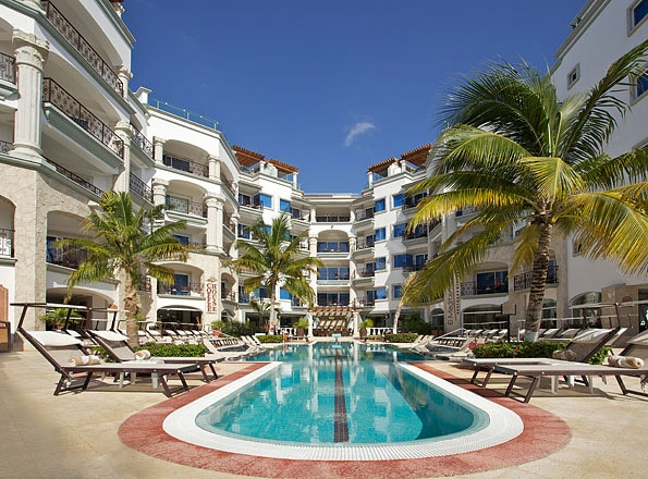THE ROYAL Playa del Carmen pool