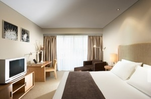 crowne plaza hunter valley 300x198 A guest room at Crowne Plaza Hunter Valley