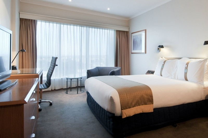 A guest room at Holiday Inn Sydney Airport