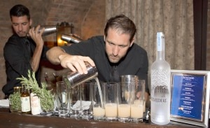 bartender 300x183 Making a Belvedere Vodka cocktail