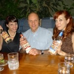 Alain Gayot with Alie & Georgia, official spokeswomen for Mama Walker's