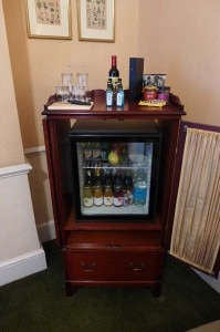 draycott bar 199x300 Refreshments at the Draycott Hotel in London