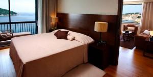 excelsior dubrovnik guestroom bed 300x151 A guest room at Hotel Excelsior Dubrovnik