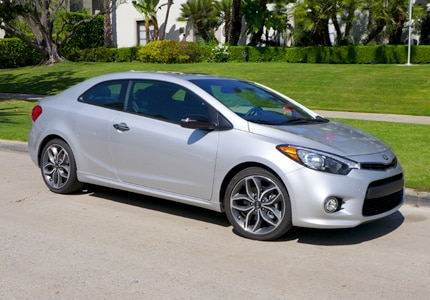 A three-quarter side view of the 2015 Kia Forte Koup SX