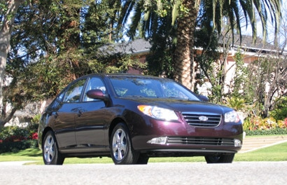 A three-quarter front view of a 2007 Hyundai Elantra SE