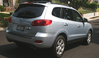 A three-quarter rear view of a 2007 Hyundai Santa Fe