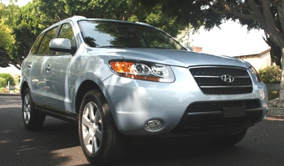 A three-quarter front view of a 2007 Hyundai Santa Fe