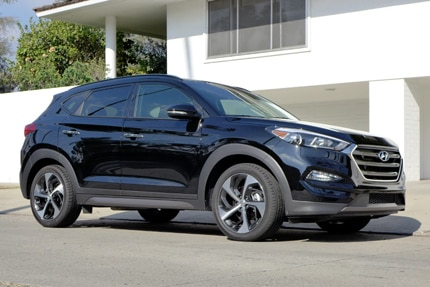 A three-quarter front view of the 2016 Hyundai Tucson Limited FWD