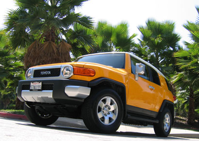 A three-quarter front view of a 2007 Toyota FJ Cruiser 4x2