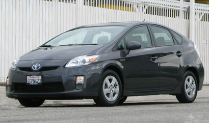 A three-quarter front view of a winter gray metallic 2010 Toyota Prius