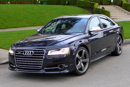 A three-quarter front view of the 2015 Audi S8 4.0T quattro Tiptronic