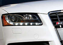 A view of the headlight on the 2008 Audi S5