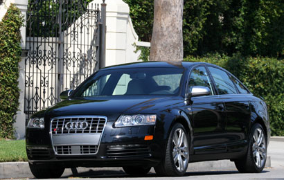 A three-quarter front view of a 2007 Audi S6