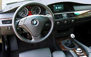 A view of the 2004 BMW 530i's steering wheel