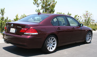 A three-quarter rear view of a 2006 BMW 750i
