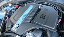 The twin-turbocharged inline 6-cylinder engine of the 2013 BMW ActiveHybrid 5
