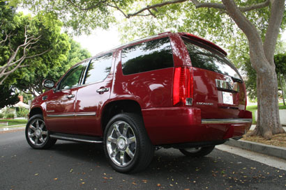 A three-quarter rear view of a 2007 Cadillac Escalade